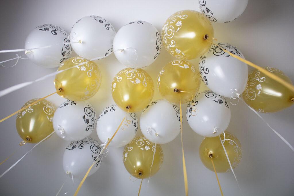 Decorações de festa para casamento: balões no teto