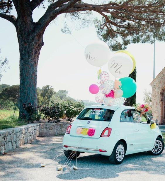 Balões no carro de casamento