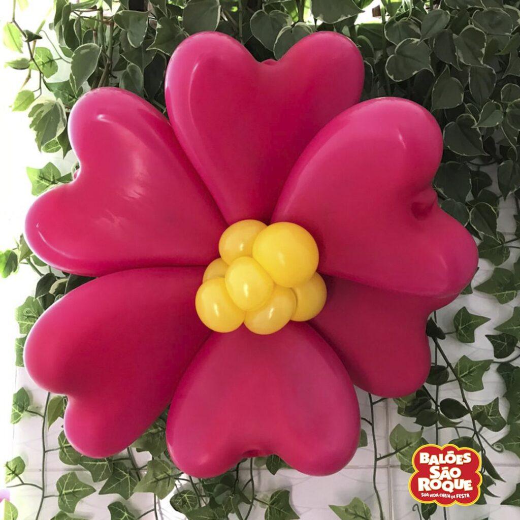 Decoração de festa junina: flor de balões