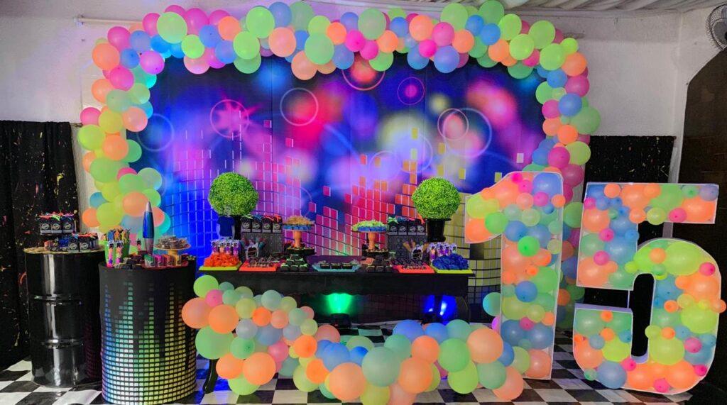 Tema neon para festa de 15 anos
