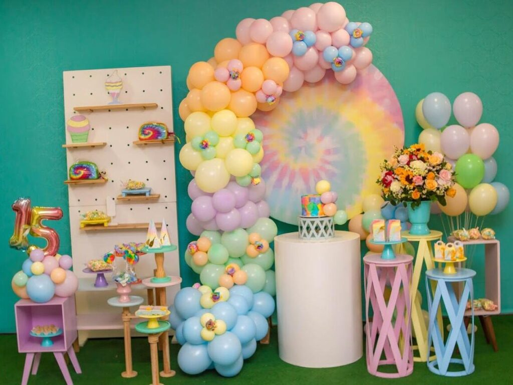 Decoração de balões candy colors com flores