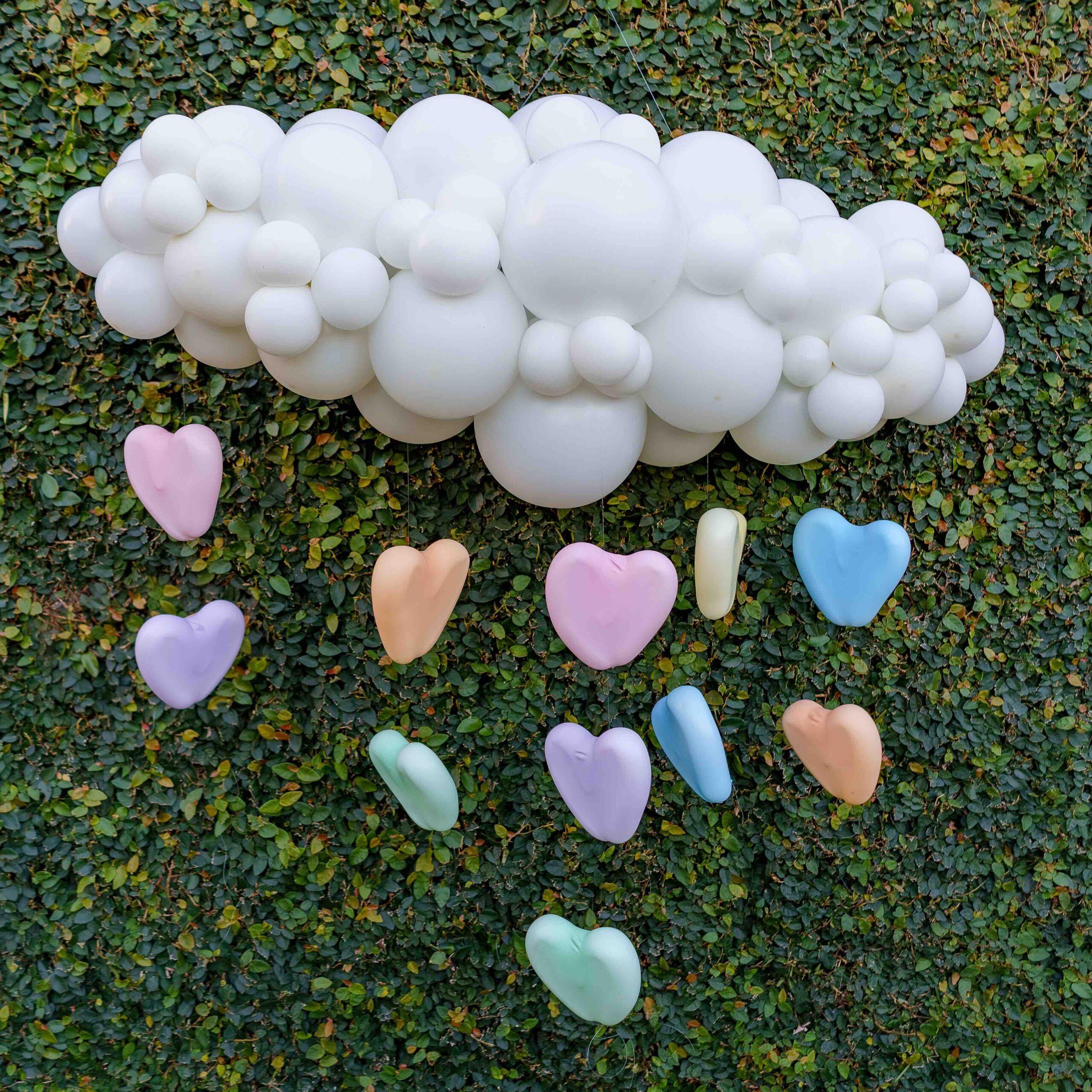 Nuvem de balões de decoração para batizado
